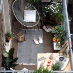 czytanie na balkonie – jaki fotel