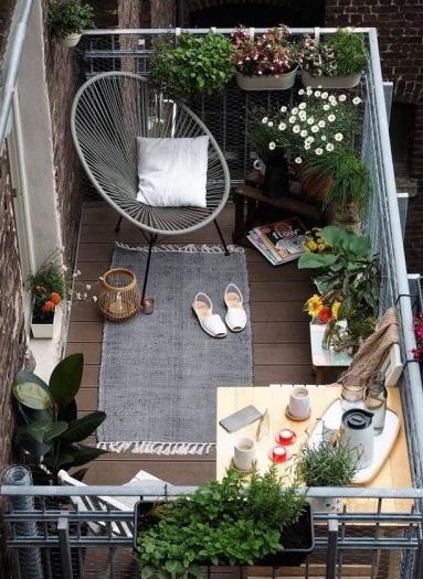 czytanie na balkonie - jaki fotel